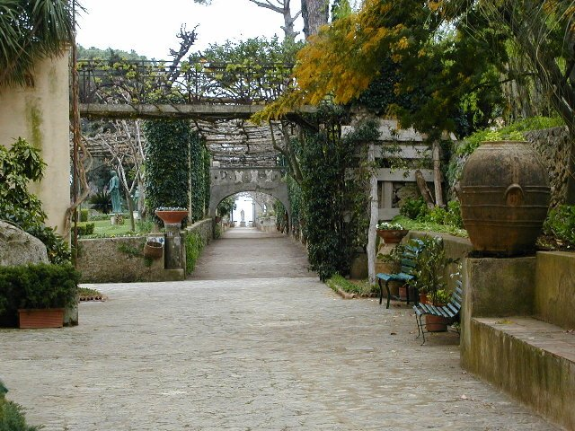 What to do in Amalfi Coast? Visit the gardens of Villa Cimbrone