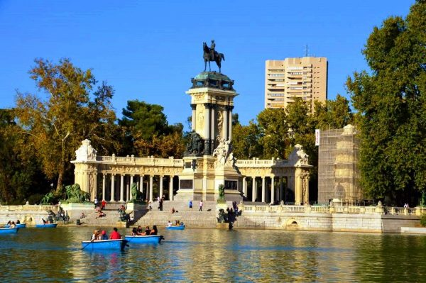 Boating on Parque de el Retiro