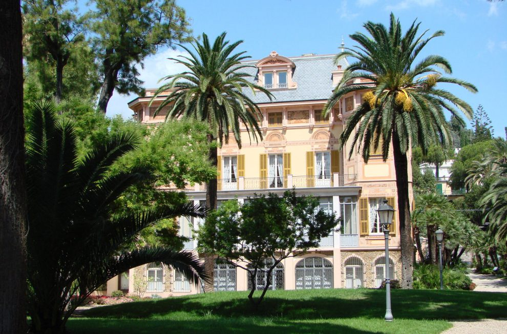 Numerous villas to see in Sanremo on a day trip from France