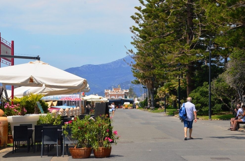Bordighera Day trip - Promenade where you also find the Thursday outdoor market