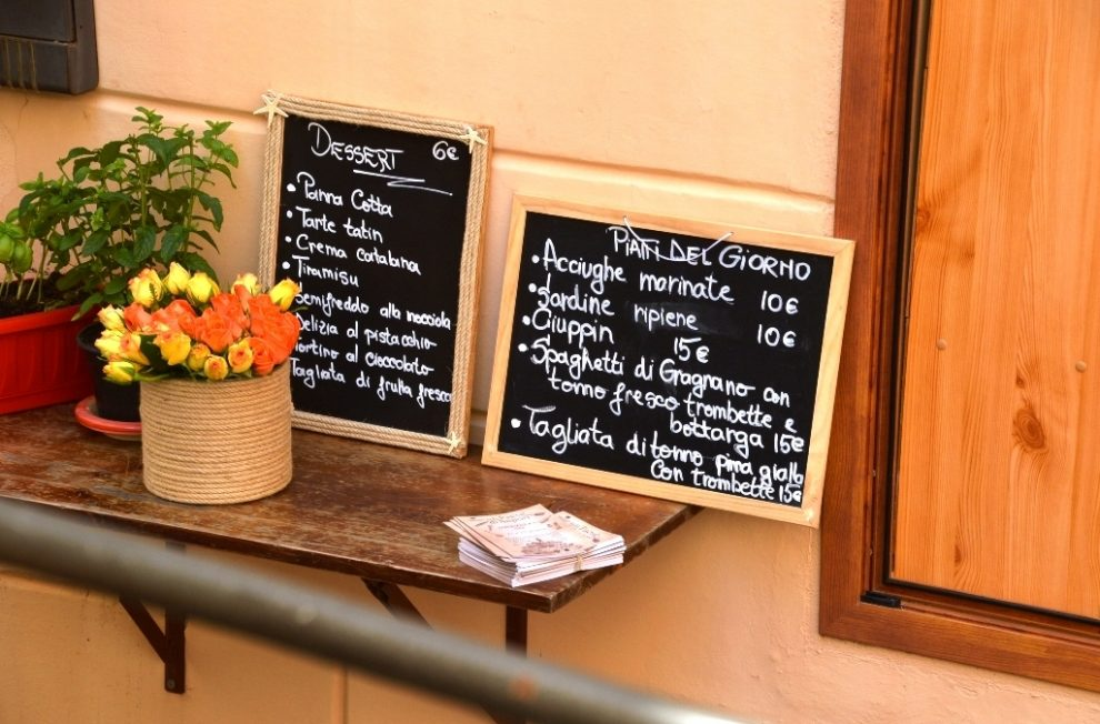 Quaint restaurants in Old Town Bordighera ©Vincenzo Barese