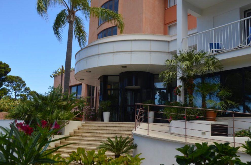 Hotel Kalura Cefalu main entrance