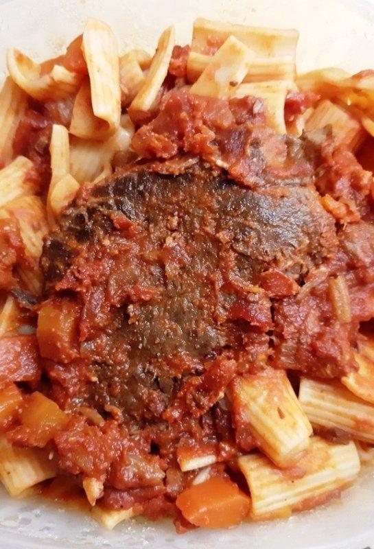 Italian pot roast with tomato sauce