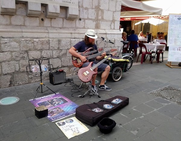 Living in Nice you'll find lots of music street performers