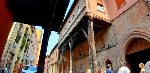 Old portico and walking tour in Bologna