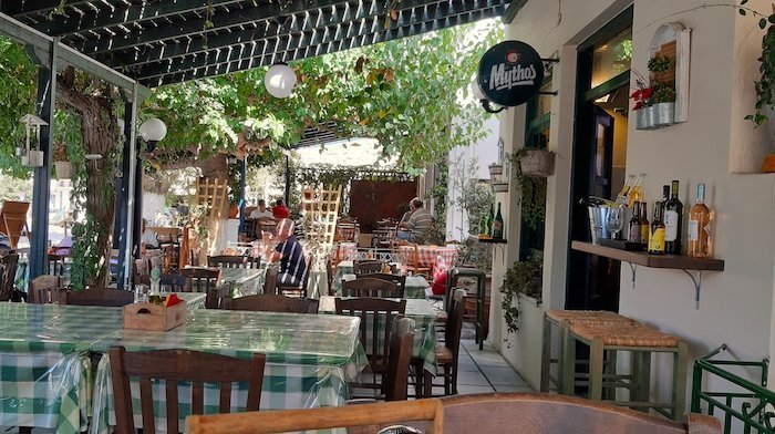 leafy restaurant courtyard in Filoti Naxos